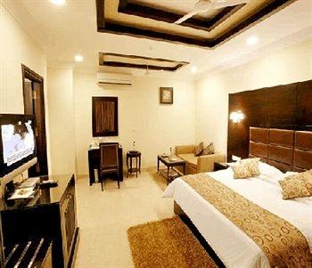 Three star hotels in delhi