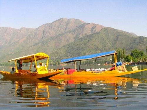 beat the heat of the summer with kashmir (srinagar) tour at rs. 11,500/-
