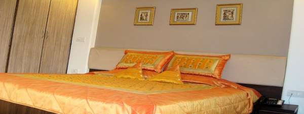 We offer fully furnished rooms for rent / fully furnished service apartments