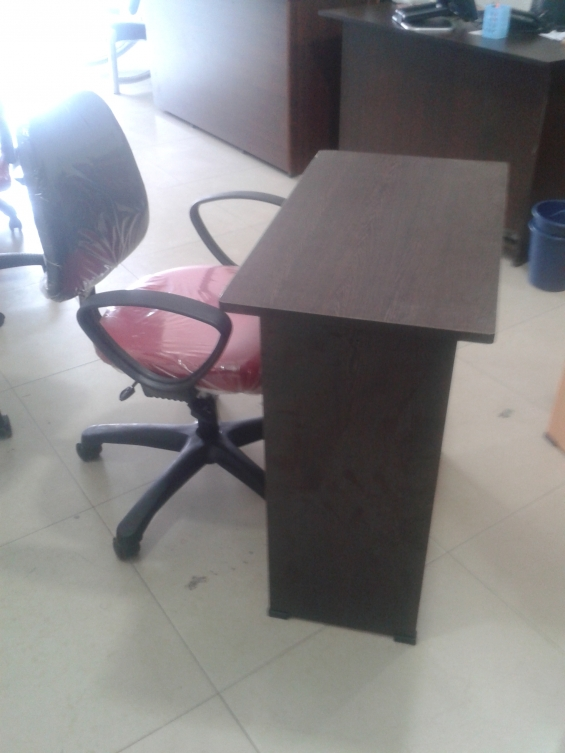 Executive office chair and table for sale