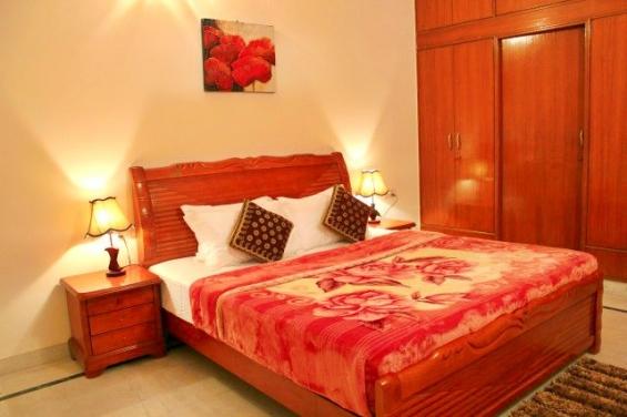 Service apartments near fortis hospital gurgaon/ max hospital