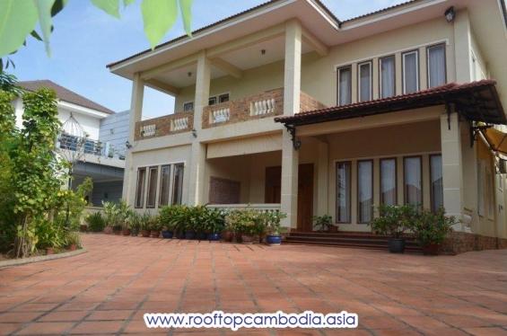 Nice villa for rent near northbridge school