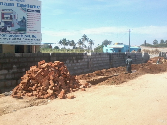 Manani enclave near to back gate of international airport
