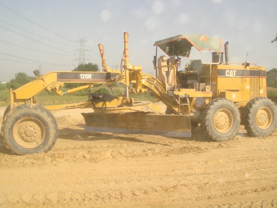 Komatsu gd 511a motor grader is available for sale/rent/hire in new delhi.