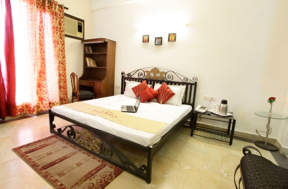 Affordable bed and breakfast near max hospital malviya nagar