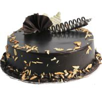 Winni.in provides this the perfect blend of chocolate and almond. the perfect dry fruit flavor fro the chocolate and almond lovers. gift this to the chocolate lovers and surprise the loved ones. the cake is very delicious and you will definately relish the