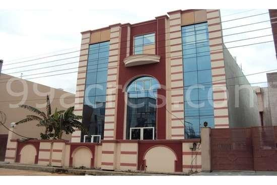 800 meter garments factory for sale in sector 63 noida 9899224572