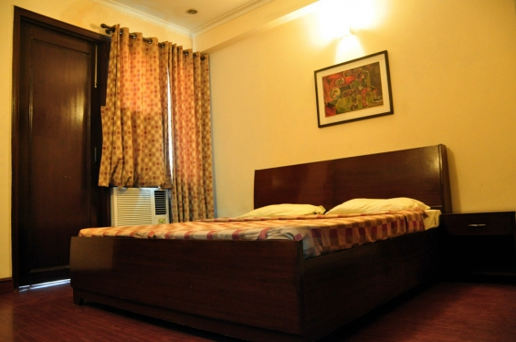 3 bhk monthly budget service apartments in hauz khas call for booking: +91 9717991558
