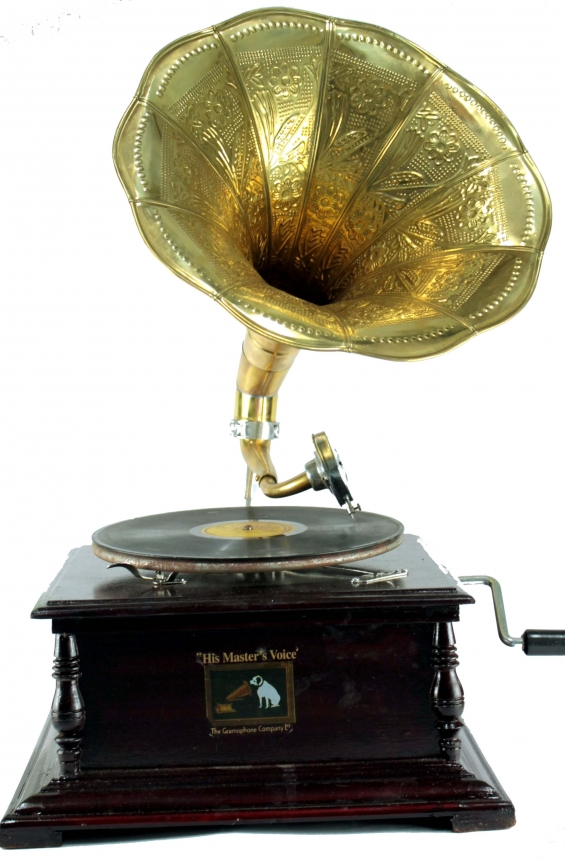 Working wooden horn gramophone