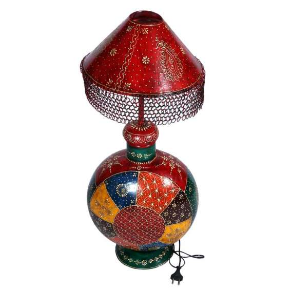 Appealing iron hand painted lamp in round shape