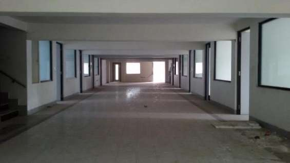 1000 sqft unfurnished office available for rent.
