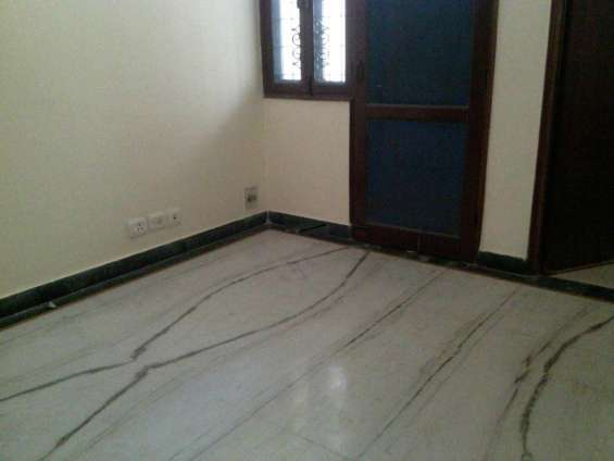 2 bhk rs 7000 for rent in noida extension call 9289492894