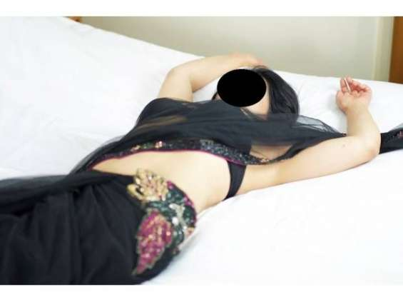 Body to body massage female to male call  /