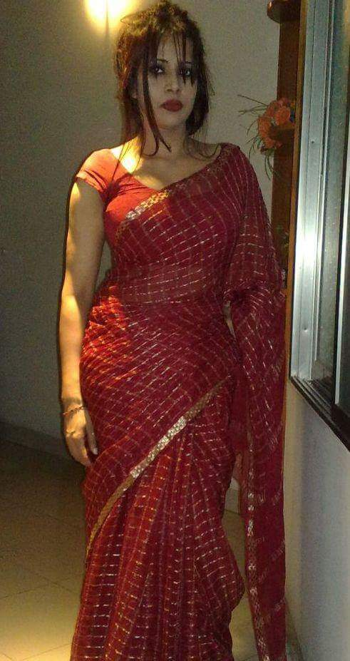 Am 34yr hot big boobs independed tamil aunty staying in aptm