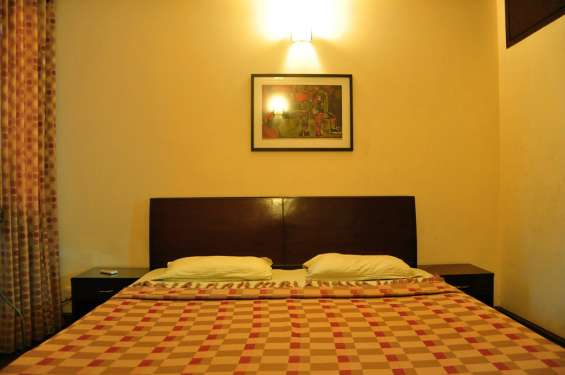 2 bhk service apartments in hauz khas for monthly rent :85k