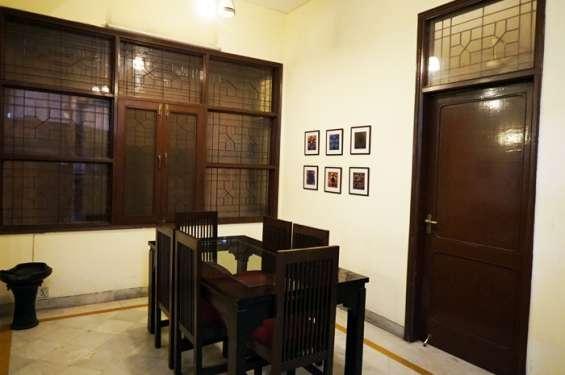 3 bhk best service apartment in hauz khas for rent:1lakh20k