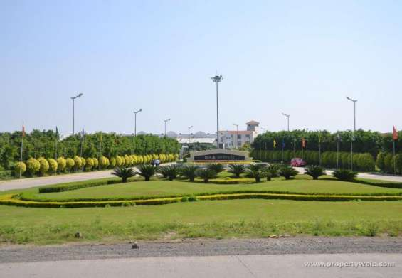 Plots available in block a and b in dlf garden city