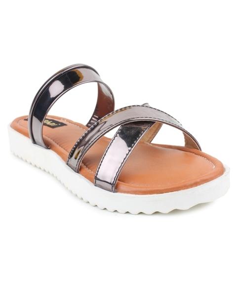 Trendy flats & sandals