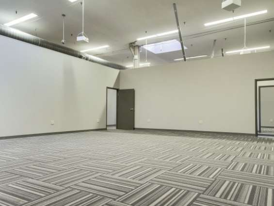 Commercial office available for rent 4000sqft