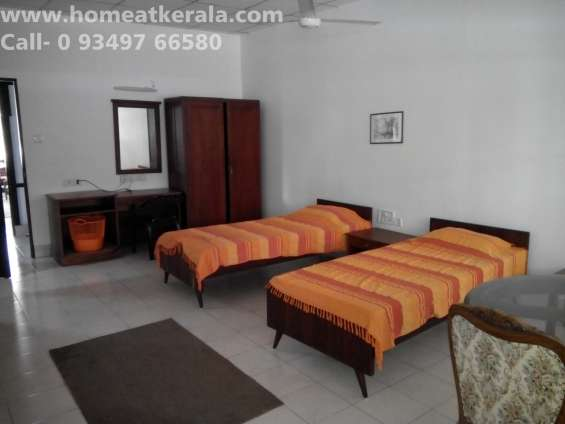 Fully furnished 3 bed water front chakolas flat at thevara for rental