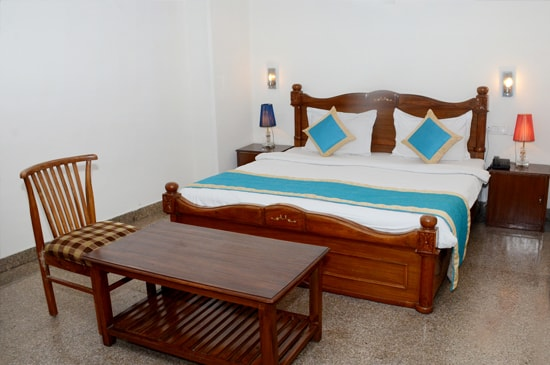 Budget hotels services and room facilities in delhi