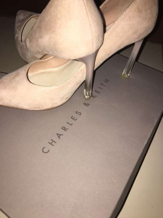 Beige pointed pumps (c & k)