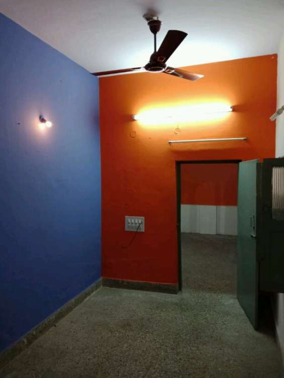 2 bhk house for lease at indiranagar for 8 lacs,ground floor,south face